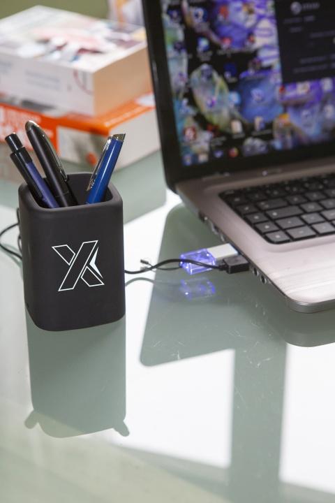 O10 - hub pencil box